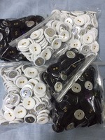 mixed sizes eyelet fabric-covered buttons (2 holes)  color: gold