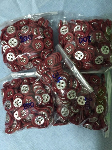 mixed sizes eyelet fabric-covered buttons (4 holes)